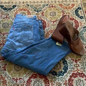 Levi's Crop Lighter Wash Jeans 12